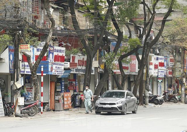 Hàng quán xung quanh bệnh viện Bạch Mai cửa đóng then cài - Ảnh 11.