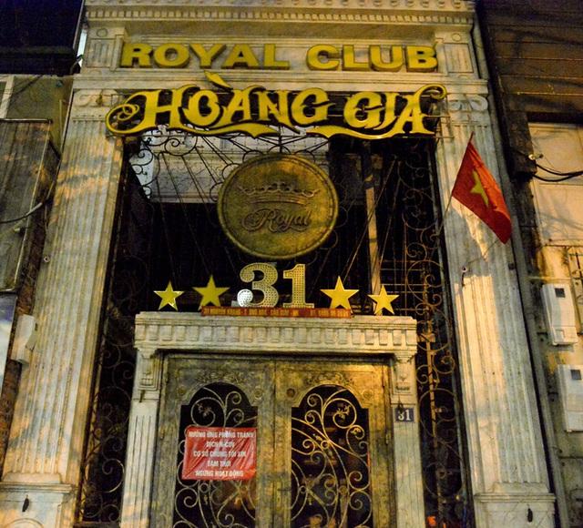 Hình ảnh khác lạ của các phố karaoke nổi tiếng Hà Nội sau chỉ đạo đóng cửa tạm thời - Ảnh 4.