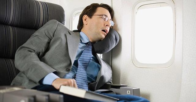 """Những lưu ý """"nhớ đời"""" khi đi máy bay mà ai trong chúng ta cũng thường phớt lờ, mùa dịch Covid-19 lại càng nên cẩn trọng hơn - Ảnh 7."""