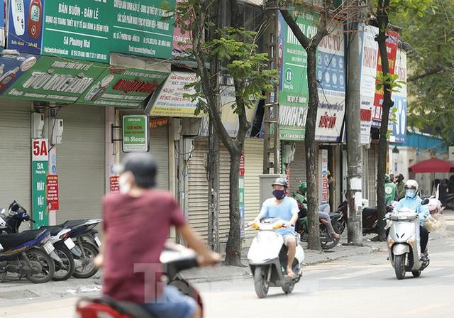 Hàng quán xung quanh bệnh viện Bạch Mai cửa đóng then cài - Ảnh 7.
