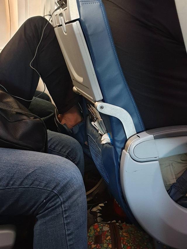 """Những lưu ý """"nhớ đời"""" khi đi máy bay mà ai trong chúng ta cũng thường phớt lờ, mùa dịch Covid-19 lại càng nên cẩn trọng hơn - Ảnh 9."""