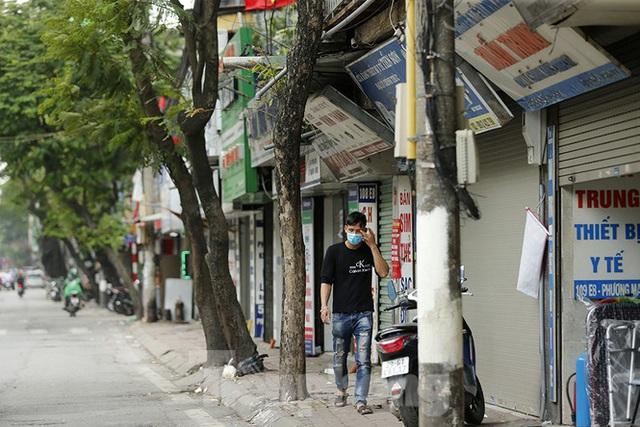 Hàng quán xung quanh bệnh viện Bạch Mai cửa đóng then cài - Ảnh 9.
