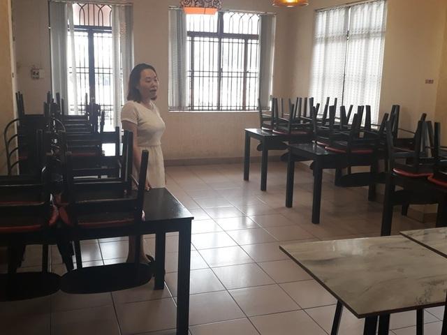 """Nhiều hàng quán ở Sài Gòn treo biển """"phục vụ tối đa 29 người"""" để được tiếp tục được hoạt động trước quy định mới - Ảnh 2."""