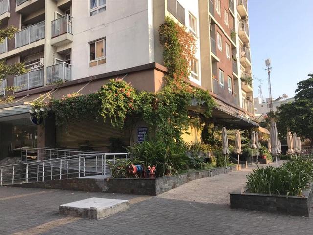 """Nhiều hàng quán ở Sài Gòn treo biển """"phục vụ tối đa 29 người"""" để được tiếp tục được hoạt động trước quy định mới - Ảnh 6."""