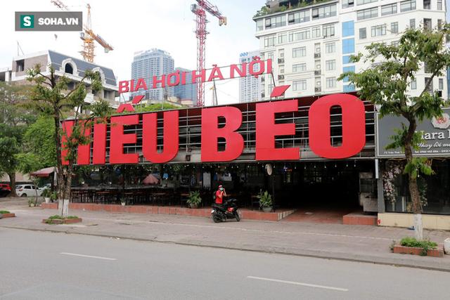 Cảnh tượng chìm trong bóng tối hiếm thấy của nhiều con phố kinh doanh sầm uất nhất Hà Nội - Ảnh 13.