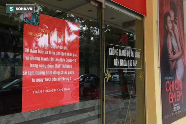 Cảnh tượng chìm trong bóng tối hiếm thấy của nhiều con phố kinh doanh sầm uất nhất Hà Nội - Ảnh 14.