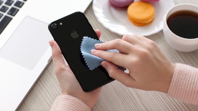 Vật dụng phổ biến này giống bàn tay thứ 3 lây truyền virus, ai cũng phải vệ sinh ít nhất 1 lần/ngày để phòng bệnh - Ảnh 2.
