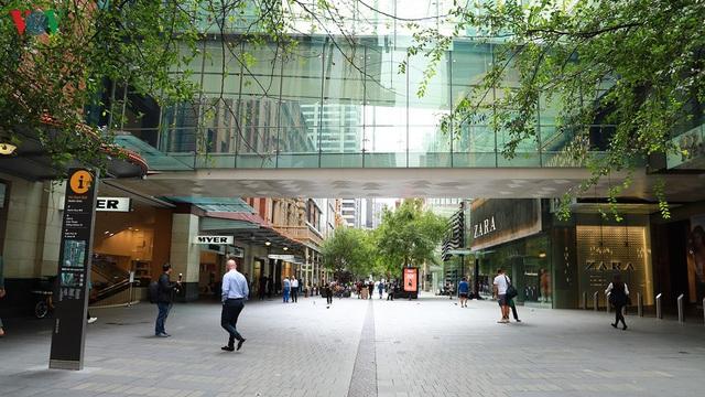 Hàng loạt cửa hàng thời trang Australia đóng cửa vì Covid-19 - Ảnh 1.