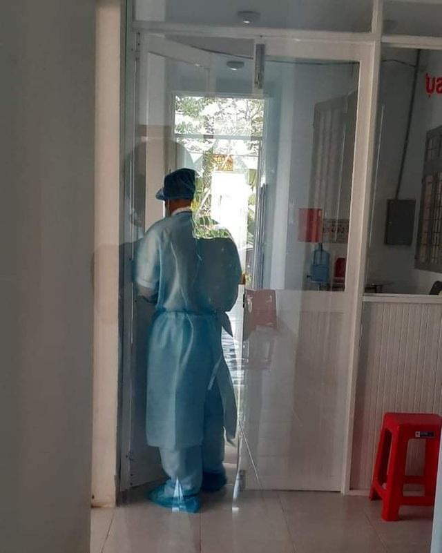 Chia sẻ của một người trực tiếp nằm tại khoa cách ly Covid-19 về nữ y sĩ lương 4 triệu/tháng nhưng sẵn sàng lấy một nửa đóng cho bệnh nhân mà không cần hoàn trả khiến ai nấy cảm động - Ảnh 2.