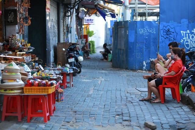 Cùng ngắm Sài Gòn im ắng và trật tự khác thường để phòng dịch Covid-19 - Ảnh 11.