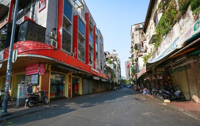 Cùng ngắm Sài Gòn im ắng và trật tự khác thường để phòng dịch Covid-19 - Ảnh 3.