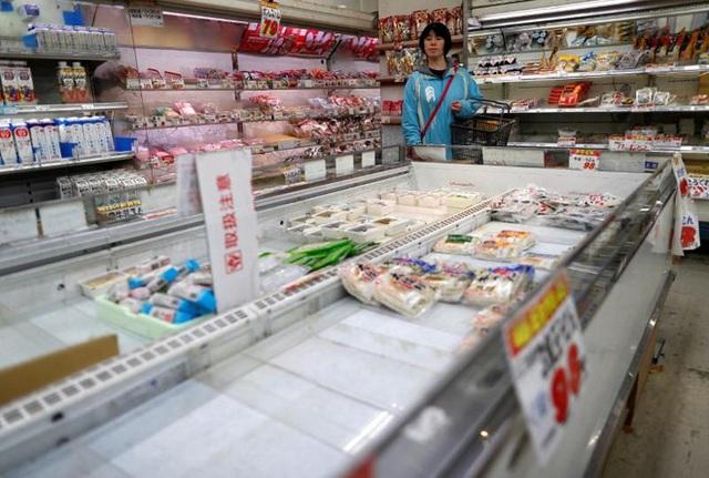 COVID-19: Người dân Tokyo tranh thủ tích trữ thực phẩm sau khuyến nghị ở nhà tránh dịch của chính quyền - Ảnh 1.