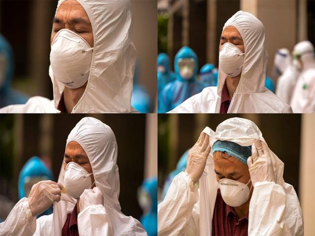 [Ảnh] 10 giờ của nhân viên y tế khi phun tiêu trùng, khử độc ở toà 34T, nơi nữ phóng viên nhiễm Covid-19 sinh sống - Ảnh 12.