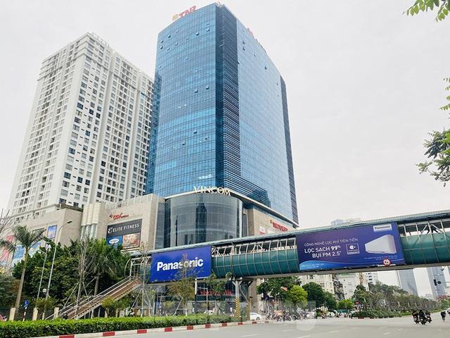 Đường phố Hà Nội vắng vẻ trong ngày đầu tuần đi làm mùa dịch COVID-19 - Ảnh 4.