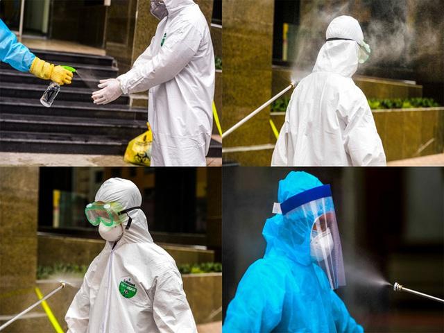 [Ảnh] 10 giờ của nhân viên y tế khi phun tiêu trùng, khử độc ở toà 34T, nơi nữ phóng viên nhiễm Covid-19 sinh sống - Ảnh 10.