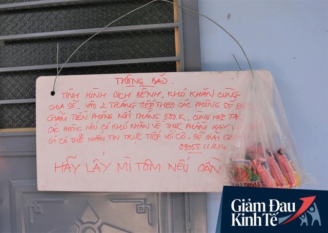Nhiều chủ nhà trọ ở Đà Nẵng giảm tiền, phát mì tôm miễn phí: Người thuê trọ bật khóc vì xúc động - Ảnh 10.