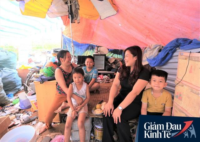 Nhiều chủ nhà trọ ở Đà Nẵng giảm tiền, phát mì tôm miễn phí: Người thuê trọ bật khóc vì xúc động - Ảnh 2.