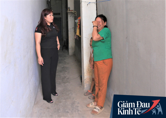 Nhiều chủ nhà trọ ở Đà Nẵng giảm tiền, phát mì tôm miễn phí: Người thuê trọ bật khóc vì xúc động - Ảnh 3.