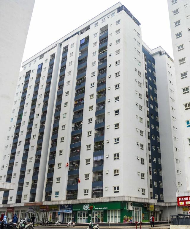 [Ảnh] Tiếp tế 350kg rau cho khu chung cư gần 1.000 dân cách ly ở Hà Nội  - Ảnh 1.