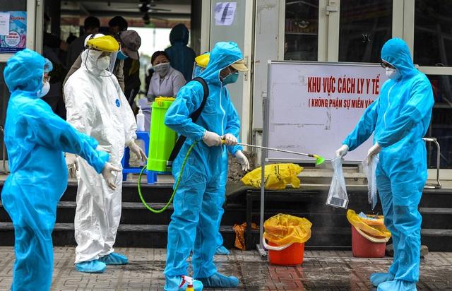 [Ảnh] Tiếp tế 350kg rau cho khu chung cư gần 1.000 dân cách ly ở Hà Nội  - Ảnh 2.