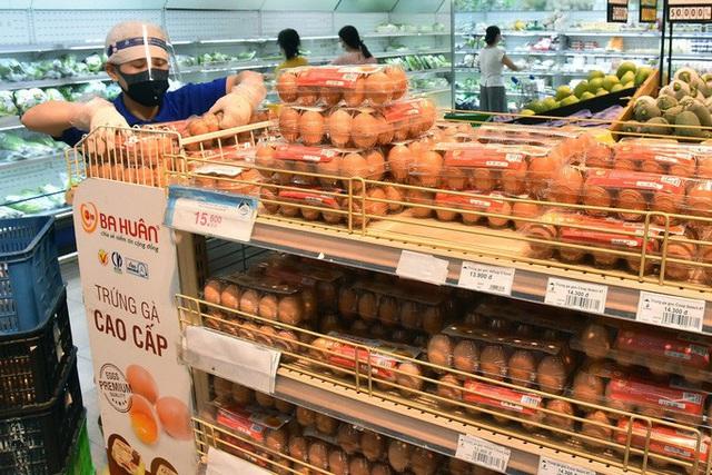 Phóng sự ảnh: Hàng hóa đầy ắp siêu thị trước thời khắc cách ly toàn xã hội - Ảnh 11.