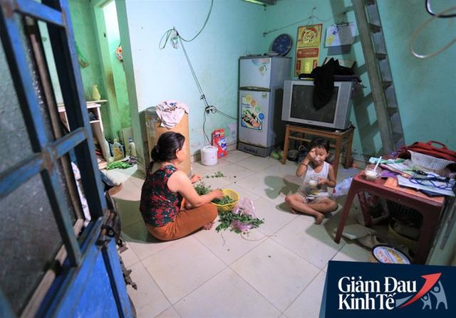 Nhiều chủ nhà trọ ở Đà Nẵng giảm tiền, phát mì tôm miễn phí: Người thuê trọ bật khóc vì xúc động - Ảnh 4.