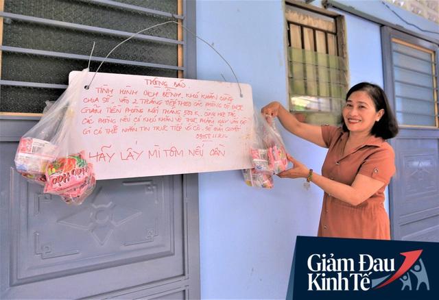 Nhiều chủ nhà trọ ở Đà Nẵng giảm tiền, phát mì tôm miễn phí: Người thuê trọ bật khóc vì xúc động - Ảnh 6.