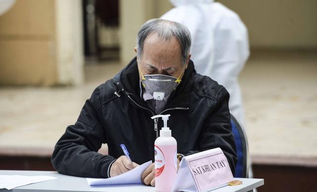 Cận cảnh quá trình xét nghiệm nhanh COVID-19 có kết quả trong 10 phút ở Hà Nội - Ảnh 5.