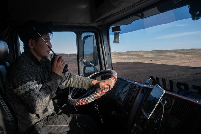 Khi nền kinh tế lớn thứ 2 thế giới tạm ngừng sản xuất: Doanh nghiệp trên toàn cầu kêu cứu, từ các công ty đa quốc gia cho đến hướng dẫn viên du lịch, tài xế xe tải đều bất lực - Ảnh 2.