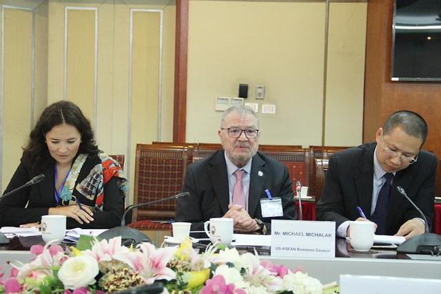 Bộ trưởng Nguyễn Mạnh Hùng: Các doanh nghiệp Mỹ khi hoạt động tại Việt Nam thì phải tuân thủ pháp luật Việt Nam - Ảnh 1.