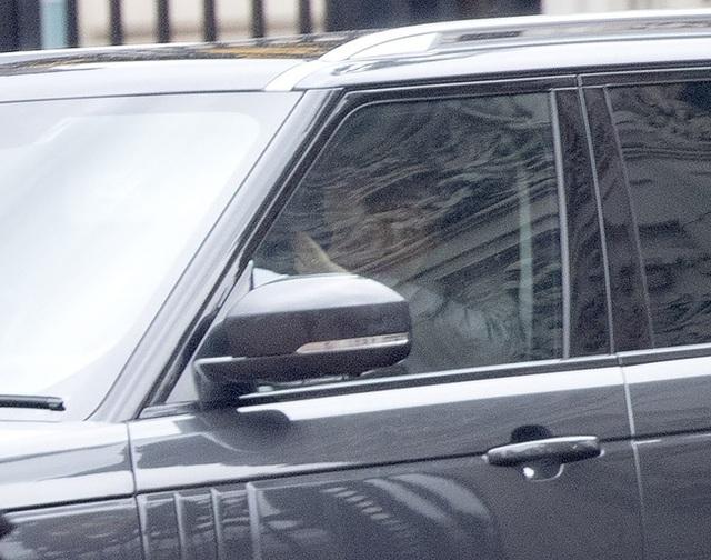Báo Mỹ: Lời nói quá quắt của Meghan Markle khiến Nữ hoàng Anh rơi nước mắt cùng sự bất lực của Hoàng tử Harry - Ảnh 4.