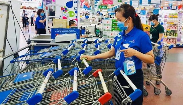 Saigon Co.op cam kết đủ hàng từ mì tôm, đồ hộp… đến khẩu trang, giấy vệ sinh dù nhu cầu tăng vọt - Ảnh 1.