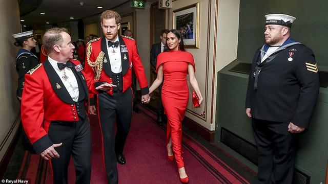 Meghan Markle tỏa sáng như nữ hoàng trong sự kiện mới nhất nhưng gương mặt buồn bã của Hoàng tử Harry mới đáng chú ý - Ảnh 5.