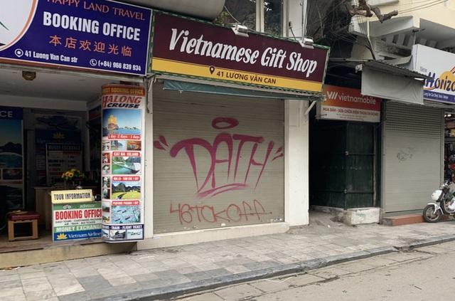 Nhiều cửa hàng tại phố cổ Hà Nội tạm dừng hoạt động - Ảnh 2.