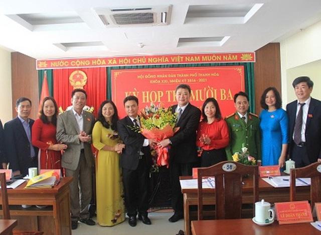 Họp bất thường, TP Thanh Hóa có tân Chủ tịch UBND 48 tuổi  - Ảnh 2.