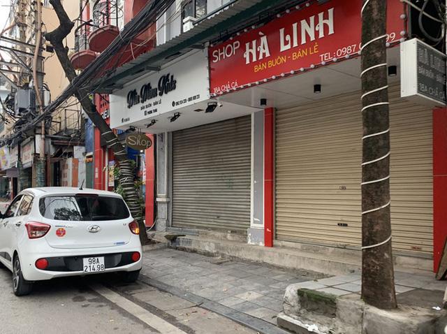 Nhiều cửa hàng tại phố cổ Hà Nội tạm dừng hoạt động - Ảnh 4.