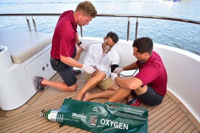 Sống trên du thuyền tránh dịch Covid-19, giới siêu giàu lập cả bệnh viện mini, thuê y tá chuyên nghiệp để chăm sóc sức khỏe - Ảnh 5.