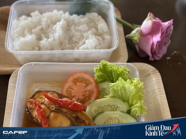 Doanh nghiệp xuất khẩu gạo, cá tra chuyển sang bán cơm online bình ổn giá với giá 12.000 đồng/món - Ảnh 2.