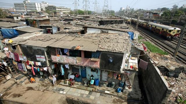 1 toilet, ngàn người sử dụng: Khi cách ly trở thành đặc quyền của giới nhà giàu Ấn Độ, còn dân nghèo thì không thể - Ảnh 2.