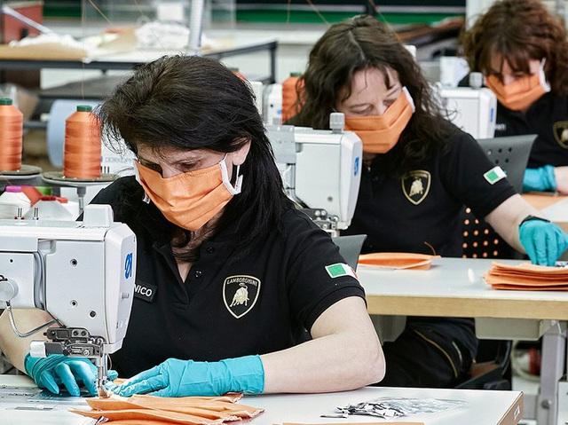 Italy: Hãng xe siêu sang Lamborghini chuyển sang sản xuất khẩu trang - Ảnh 1.