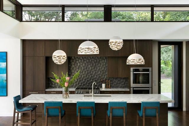 12 thiết kế căn bếp hiện đại đẹp sang trọng và gọn gàng - Ảnh 2.