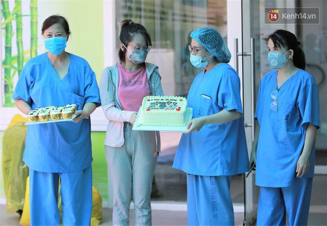 Nụ cười sau lớp khẩu trang của các bác sĩ chữa khỏi 6 ca bệnh Covid-19 ở Đà Nẵng: Tổ quốc gọi, chúng tôi luôn sẵn sàng. Chúng tôi không e sợ! - Ảnh 2.