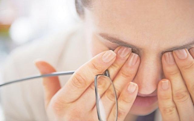 Bong tróc môi có thể là dấu hiệu cảnh báo những vấn đề sức khỏe nghiêm trọng hơn bạn tưởng - Ảnh 4.