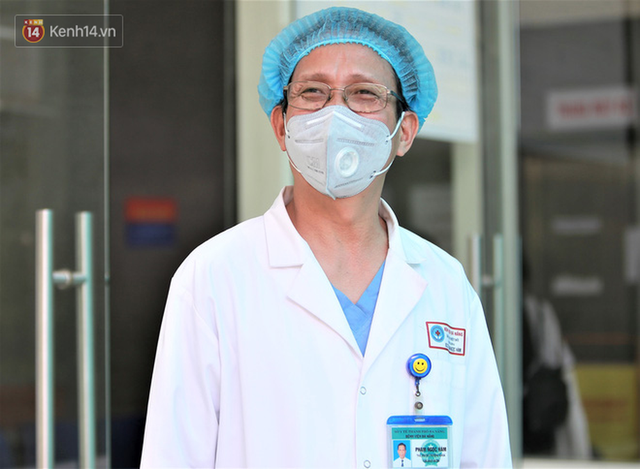 Nụ cười sau lớp khẩu trang của các bác sĩ chữa khỏi 6 ca bệnh Covid-19 ở Đà Nẵng: Tổ quốc gọi, chúng tôi luôn sẵn sàng. Chúng tôi không e sợ! - Ảnh 5.
