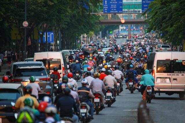 Sài Gòn đông đúc khi sắp kết thúc đợt cách ly toàn xã hội 14 ngày - Ảnh 2.  Sài Gòn đông đúc khi sắp kết thúc đợt cách ly toàn xã hội 14 ngày photo 1 158657221791931170429