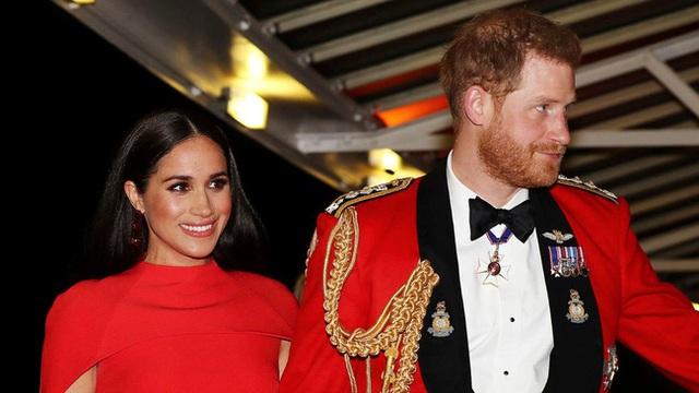 Cú sốc hoàng gia Anh: Meghan Markle được cho là hét giá 29 tỷ đồng để tạo ra quả bom làm nổ tung gia đình nhà chồng - Ảnh 1.