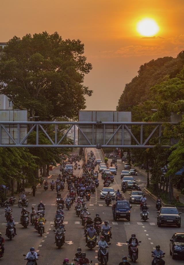 Sài Gòn đông đúc khi sắp kết thúc đợt cách ly toàn xã hội 14 ngày - Ảnh 13.  Sài Gòn đông đúc khi sắp kết thúc đợt cách ly toàn xã hội 14 ngày photo 12 15865722179271431464764