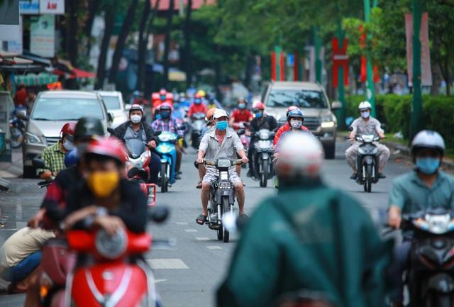 Sài Gòn đông đúc khi sắp kết thúc đợt cách ly toàn xã hội 14 ngày - Ảnh 3.  Sài Gòn đông đúc khi sắp kết thúc đợt cách ly toàn xã hội 14 ngày photo 2 158657221792096704210