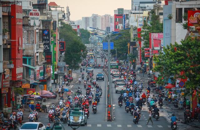 Sài Gòn đông đúc khi sắp kết thúc đợt cách ly toàn xã hội 14 ngày - Ảnh 5.  Sài Gòn đông đúc khi sắp kết thúc đợt cách ly toàn xã hội 14 ngày photo 4 15865722179211335415322