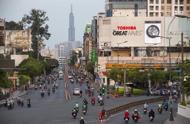 Sài Gòn đông đúc khi sắp kết thúc đợt cách ly toàn xã hội 14 ngày - Ảnh 9.  Sài Gòn đông đúc khi sắp kết thúc đợt cách ly toàn xã hội 14 ngày photo 8 1586572217924472481315